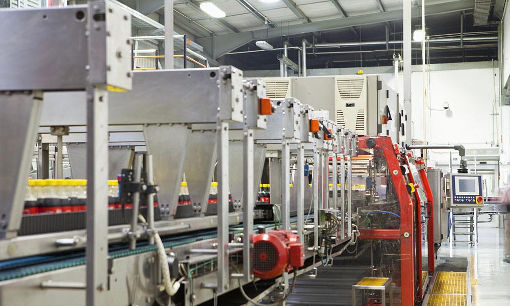 uControll sorgt für störungsfreie Abläufe_automatisierte Montagelinie bei einer Abfüllfirma.